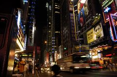 Manhattan nachts Stockbild