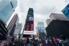 Manhattan nevoento - Times Square próximos do tráfego da noite, New York, Midtown, Manhattan foto de stock royalty free