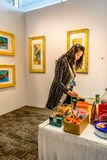 Manhattan New York City, NY, Förenta staterna - April 7, 2019 Artexpo New York, modern och samtida konstshow, pir 90 NYC arkivbild