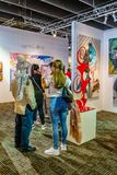 Manhattan New York City, NY, Förenta staterna - April 7, 2019 Artexpo New York, modern och samtida konstshow, pir 90 NYC arkivfoto