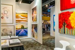 Manhattan New York City, NY, Förenta staterna - April 7, 2019 Artexpo New York, modern och samtida konstshow, pir 90 NYC arkivbilder