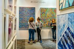 Manhattan New York City, NY, Förenta staterna - April 7, 2019 Artexpo New York, modern och samtida konstshow, pir 90 NYC royaltyfria bilder