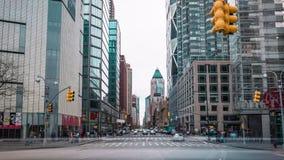 Manhattan New York City, rörelse för tvärgata för timelapse för USA biltrafik, snabb körning arkivfilmer