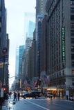 Manhattan, New York City, USA - 6. April 2017: Manhattan-Stadtmitte Ost, Lexington-Allee-Hauptverkehrszeit Stockfotografie