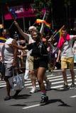 Manhattan, Nueva York, junio de 2017: Pride Parade gay en traje negro Fotos de archivo libres de regalías