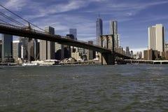 Manhattan och Manhattan bro Arkivfoto