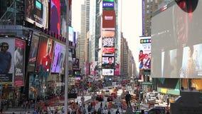 Manhattan ocupada en Duffy Square New York almacen de metraje de vídeo
