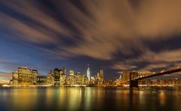 Manhattan od mosta brooklyńskiego parka zdjęcie royalty free