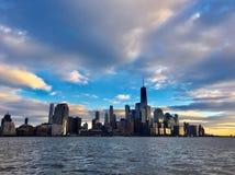 Manhattan på solnedgången i New York royaltyfri bild