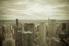 Manhattan sikt från Rockfeller mittmörker - grön effekt Royaltyfria Foton