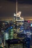 Manhattan sikt på natten Arkivfoto