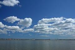 manhattan sky under royaltyfria bilder