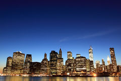 Manhattan-Skyline an den Nachtlichtern, New York City Stockfotografie