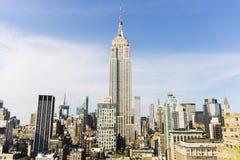 Manhattan-Skyline mit Empire State Building stockfotos