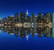 Manhattan-Skyline nachts, New York City Lizenzfreie Stockbilder