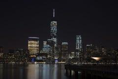 Manhattan-Skyline nachts, New York City Stockfotos