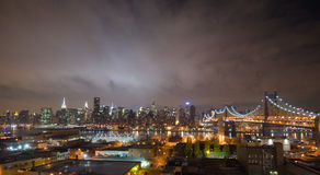 Manhattan-Skyline, New York nachts Lizenzfreies Stockfoto