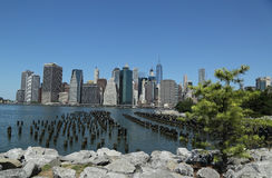 Manhattan skyline panorama from Brooklyn Bridge Park Stock Images