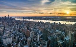 Manhattan-Skyline von oben genanntem bei dem Sonnenuntergang, New York City Stockbild