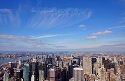 Manhattan sob o céu fotos de stock royalty free