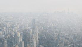 Manhattan-Straßen und -dächer lizenzfreie stockfotos