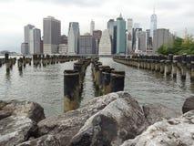 Manhattan sur des poteaux ? photo stock