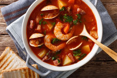Manhattan tomato clam chowder soup close-up in a saucepan. horiz Royalty Free Stock Photography