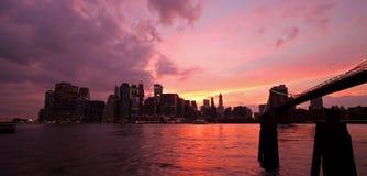 Manhattan und Brooklyn-Brücke Stockfotos
