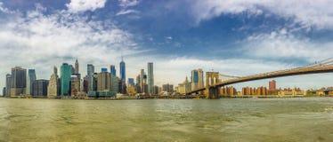 Manhattan und Brooklyn-Brücke lizenzfreie stockfotos