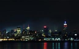 Manhattan van rivier Hudson bij nacht Royalty-vrije Stock Afbeelding