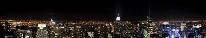 Manhattan veduta dal tetto di uno di più alta costruzione di New York di notte Fotografia Stock Libera da Diritti