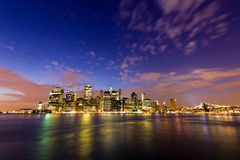 Manhattan visto do parque da ponte de Brooklyn, New York, EUA Imagens de Stock