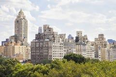 Manhattan-Wolkenkratzer über dem Central Park Stockfotos