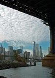 Manhattan, World Trade Center, von unterhalb Manhattan-Brücke Stockfotografie