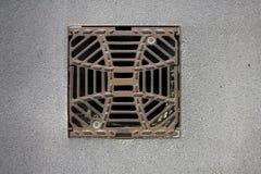 Manhole pokrywy metalu burzy odciek Zdjęcia Royalty Free