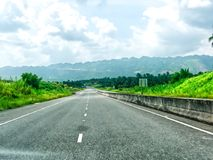 Manière élevée au nord-sud à la Jamaïque Kingston - Ocho Rios photos libres de droits