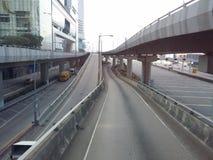 Manière élevée de circulation routière de pont et dans Kowloon occidental en Hong Kong Photos libres de droits