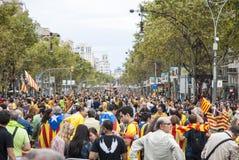 Manière catalanne, chaîne humaine pour exiger l'indépendance de Catal Photographie stock libre de droits