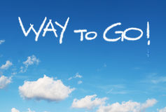 Manière d'aller ! écrit dans le ciel Photo libre de droits