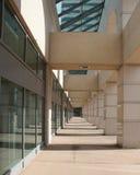 Manière d'entrée d'immeuble de bureaux Photo libre de droits