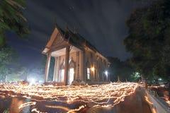 Manière de la lumière de la bougie au temple Photographie stock libre de droits