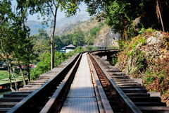 Manière de rail sur la structure en bois Photo libre de droits