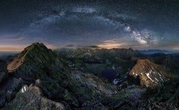 Manière laiteuse au-dessus de panorama de montagne de Tatras, Pologne image libre de droits
