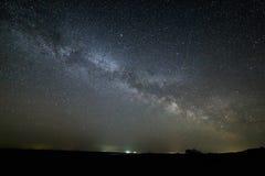 Manière laiteuse de galaxie dans le ciel nocturne avec les étoiles lumineuses Astrophotog Image libre de droits