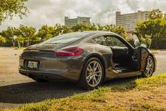 Manières de côté de plein tir à l'intérieur de vue de Porsche Cayman Photographie stock