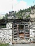 Mani ściana między Górnym Pisang i Ghyaru, Nepal Zdjęcia Royalty Free