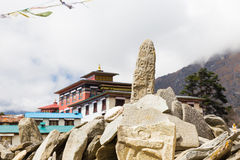 Mani apedreja o monastério de Tengboche, Nepal Fotografia de Stock