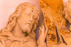 Mani che abbracciano Jesus Christ immagine stock