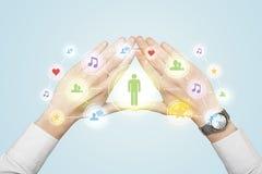 Mani che creano una forma con il collegamento sociale di media Immagine Stock Libera da Diritti