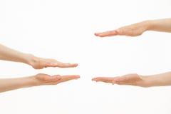 Mani che mostrano le dimensioni differenti - da piccolo a grande Fotografie Stock Libere da Diritti